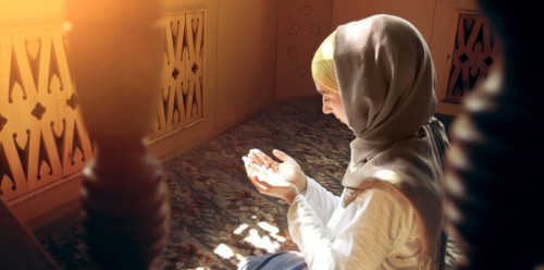 Muslim-woman-praying-1